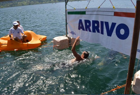 Grande partecipazione ai campionati italiani di nuoto mezzofondo al Lago di Nemi